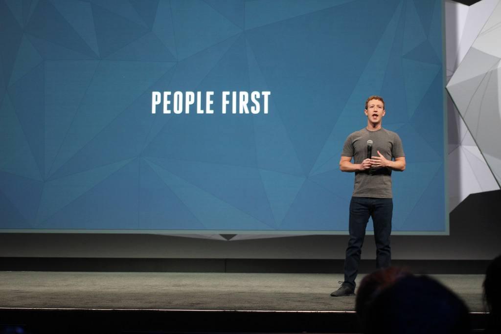 Zuckerbergbate todos los récords: Mil millones de usuarios en Facebook en un día