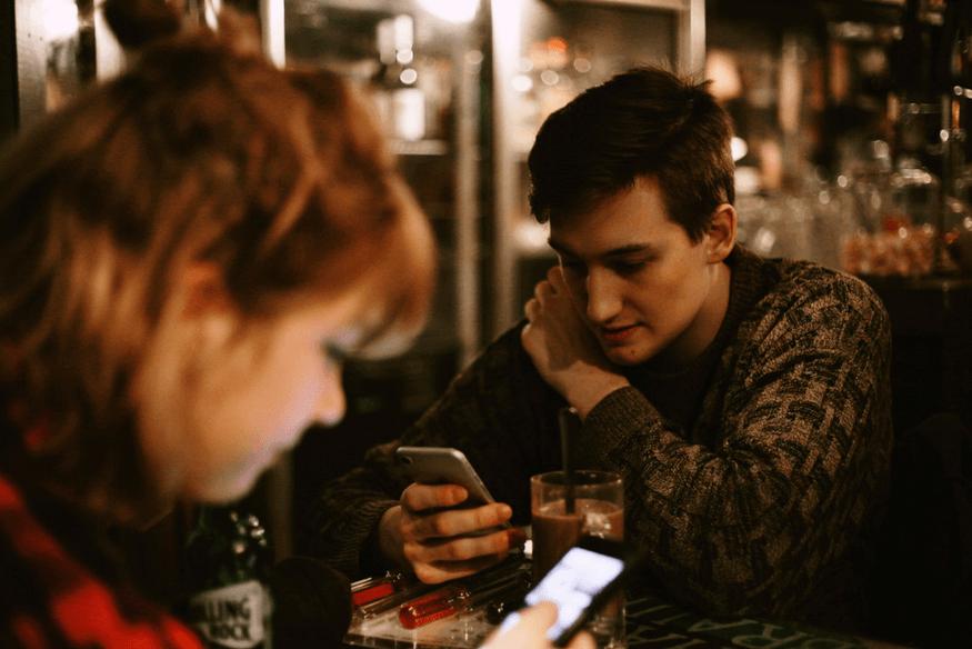 Nomofobia, el miedo patológico a estar sin el móvil contado por el experto Antonio Soto