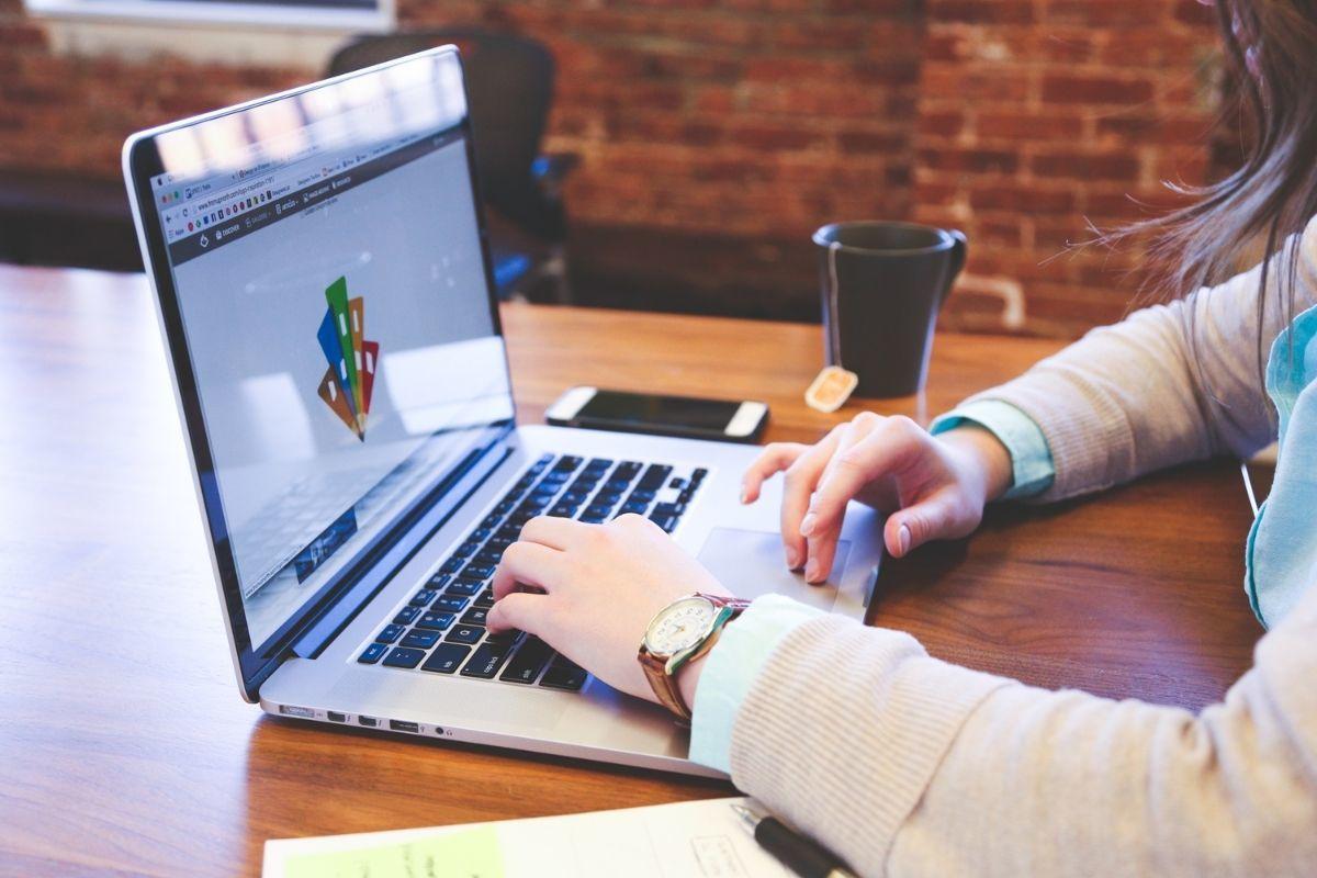 ¿Cómo debe ser un eCommerce Manager? Funciones y Salario