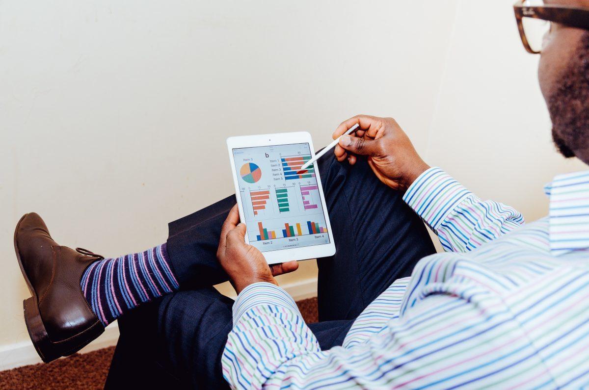 ¿Cuáles son las implicaciones de la gestión digital de productos? - adeolu eletu 13086 unsplash