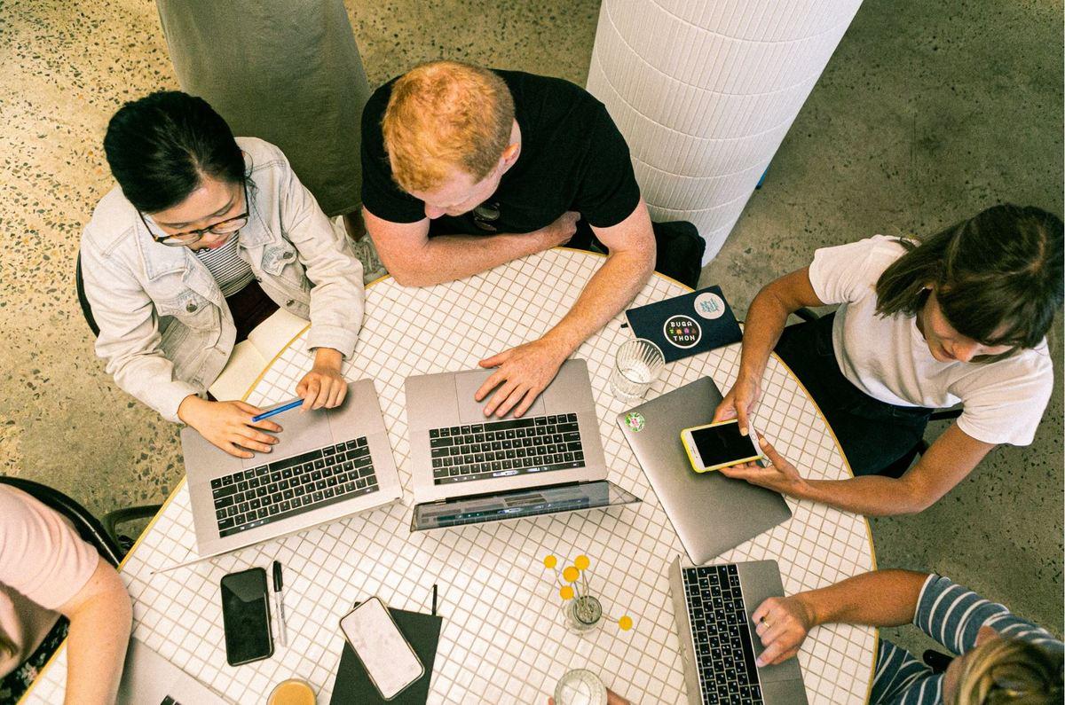 El 71% de las profesiones digitales evolucionarán por completo en menos de tres años, según el estudio